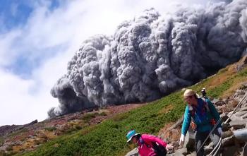 御嶽山で登山客が撮影.png