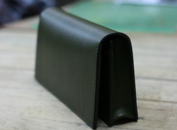 現金がたくさん入る形の財布.png